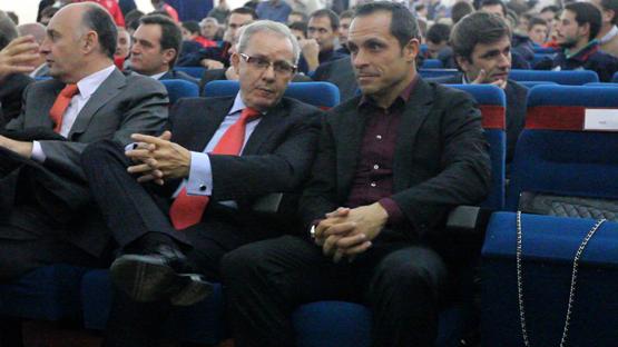 Sergi Barjuan acompañado de José Ángel de la Casa en un acto en Riotinto
