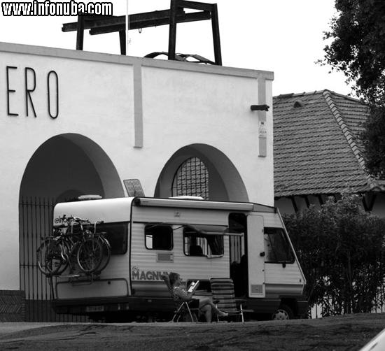 Una turísta descansa en el Museo Minero de Minas de Riotinto