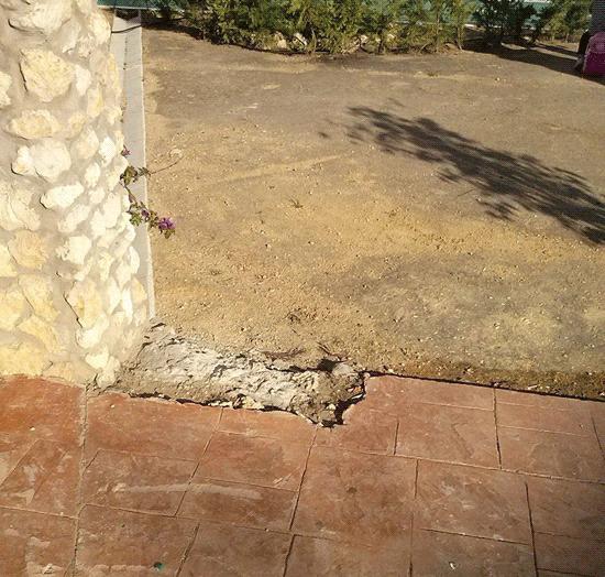 Imagen de un desperfecto del Parque 'Fuente de Oro' en la localidad olotense