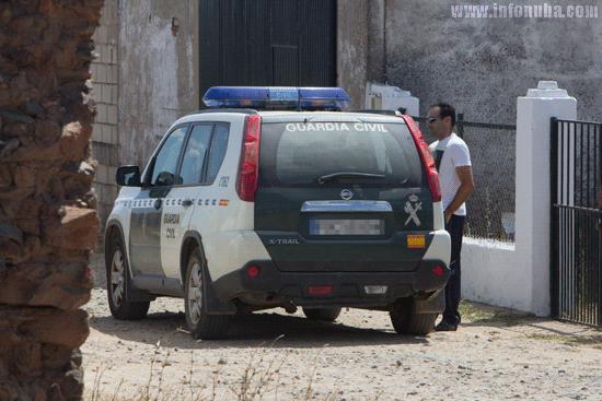 La Guardia Civil realiza una inspección ocular de las labores de mantenimiento en una instalación irregular de telefonía móvil por distancia y altura