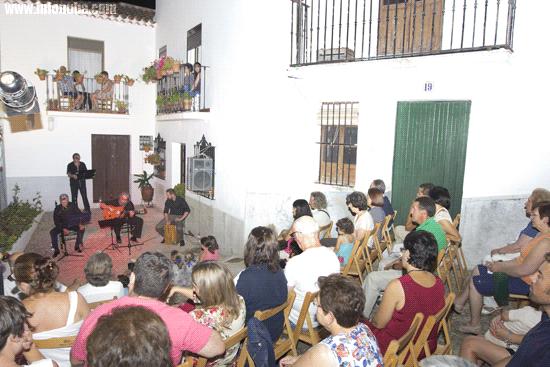 Imagen de la Plaza de Las Pizarrillas durante la actuación