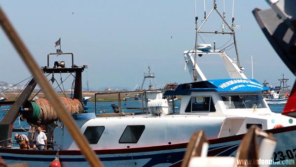Imagen de un barco pesquero en Punta Umbría.