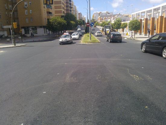 Imagen del asfaltado en la Avenida Fuerzas Armadas de la capital onubense.