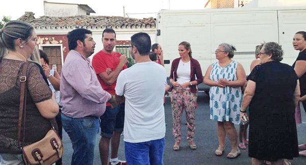 Los vecinos de la barriada Summers expresan sus preocupaciones sobre el estado de su barrio