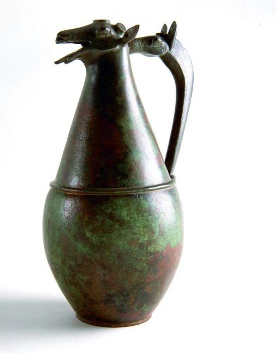 Imagen de uno de los jarros zoomorfos de bronce hallados en la Necrópolis de La Joya.