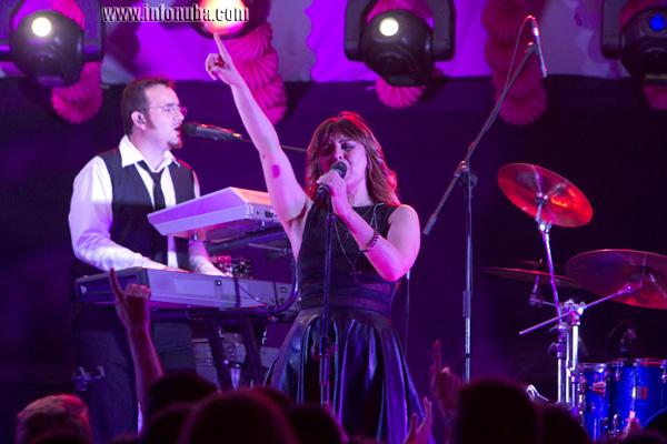 La cantante Merche actúa en la Caseta Municipal con motivo de Feria de agosto de Zalamea la Real