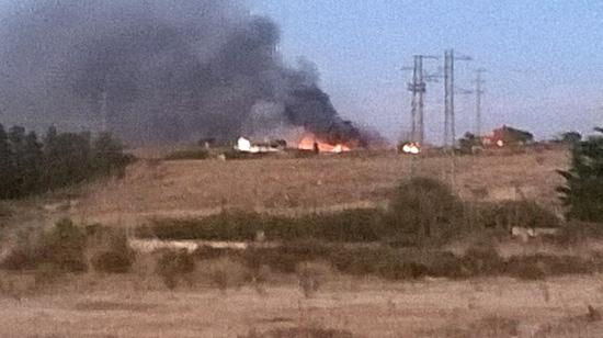 Imagen del fuego que afecto el pasado miércoles a un vertedero agrícola en Lepe.