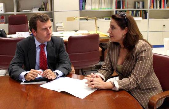 Imagen de la reunión entre Saavedra con Carmen Crespo.