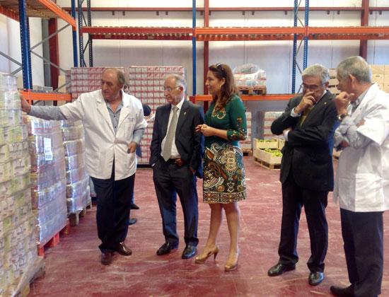 Imagen de una visita al Banco de Alimentos.