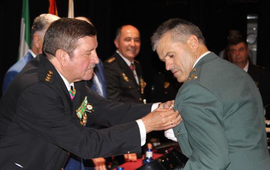 Distinción al Capitán, Jefe de Compañía de la Guardia Civil de Moguer, Don Lutgardo Jesús Gómez.