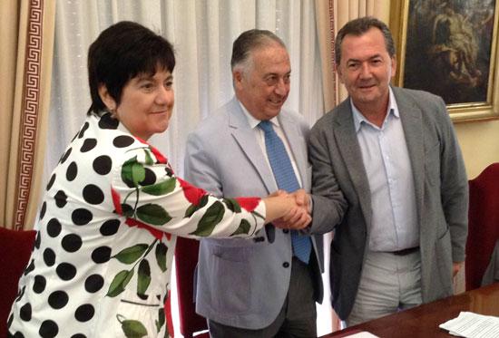 El Ministerio de Agricultura, Alimentación y Medio Ambiente, a través de Aguas de las Cuencas de España (Acuaes), ha firmado hoy un convenio para ejecutar los ramales de conexión desde la red de abastecimiento a Huelva a los municipios limítrofes y a otras redes de abastecimiento mancomunados.