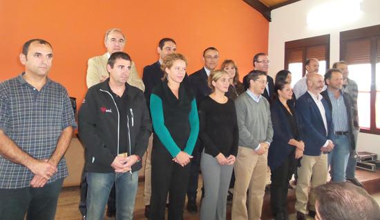 El presidente del Patronato de Turismo y de la Diputación de Huelva, Ignacio Caraballo, ha firmado junto con los representantes de una veintena de instituciones y empresas el convenio de colaboración para la puesta en marcha del Club de Producto de Turismo 'Ruta del Jabugo'