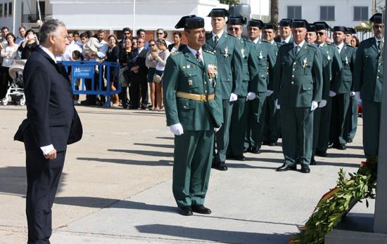 """Imagen del Día Guardia Civil en Huelva en un instante en el """"Homenaje a los caídos""""."""