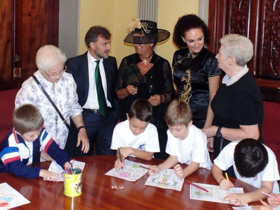 La Junta de Andalucía ha conmemorado hoy, 1 de octubre, el Día Internacional de las Personas Mayores con la organización de un encuentro intergeneracional en el centro de participación activa Mora Claros.