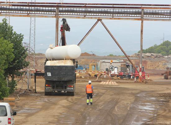 Imagen de un trabajador en las instalaciones de Emed Tartessus