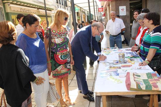 Visita a la mesa Feafes-Huelva ubicada en la Calle Concepción.