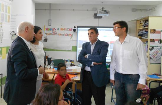 El consejero de Educación, Cultura y Deporte, Luciano Alonso, ha defendido, durante la presentación del documental 'Los colegios públicos rurales de la provincia de  Huelva', el mantenimiento de la escuela pública rural en una situación de crisis económica.