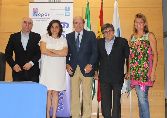 El alcalde de Huelva, Pedro Rodríguez, ha inaugurado la X edición de 'Octubre, Mes de la Artritis', en el salón de actos del edificio 'Gota de Leche'.