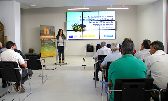 La diputada Esperanza Cortés ha dado a conocer a los productores de aceite las nuevas instalaciones del futuro Centro de Innovación Agroalimentario.