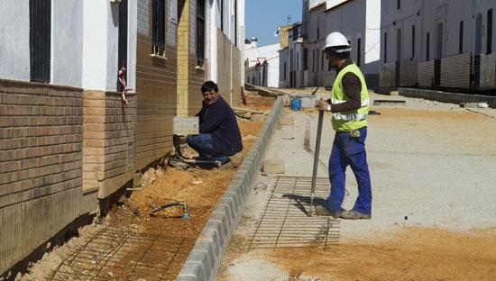 Dos obreros trabajando.