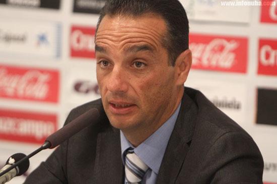 José Luis Oltra en rueda de prensa.