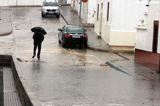 La calle Trafalgar de Minas de Riotinto afectada por una inundación.
