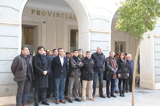 Minuto de silencio a las puertas del organismo público provincial.