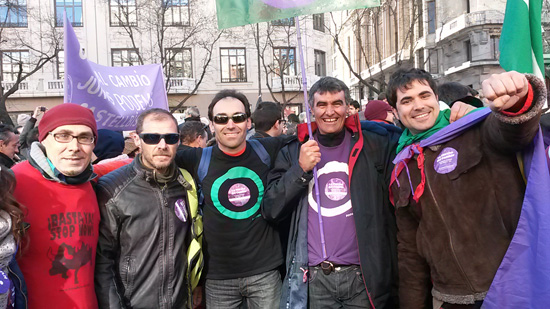 Simpatizantes de Podemos en la Marcha por el Cambio.