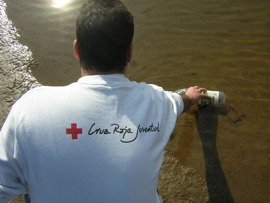 Un voluntario de Cruz Roja