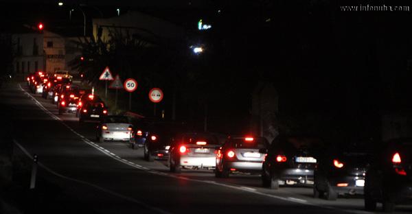 Retención en el semáforo de Beas.
