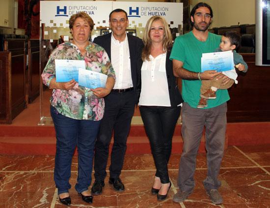 El presidente de Diputación, Ignacio Caraballo, ha hecho entrega esta tarde del Primer Premio del Concurso de Proyectos para Asociaciones de la Provincia de Huelva.