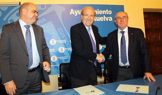Firma del convenio suscrito entre el Ayuntamiento de Huelva y la Sociedad Española de Acuicultura