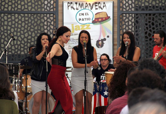 Una jam session, o encuentro informal de improvisación musical, denominada Müzzic Jam ha sido la última actuación con la que se ha finalizado este ciclo de jazz desarrollado durante todos los martes de abril en el Patio de la Diputación de Huelva.