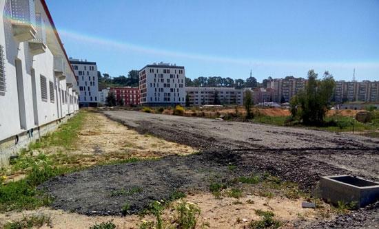 La Consejería de Fomento y Vivienda ha iniciado ya las obras para culminar la urbanización de las 100 viviendas construidas por la Agencia de Vivienda y Rehabilitación de Andalucía en la zona de Santa Lucía.
