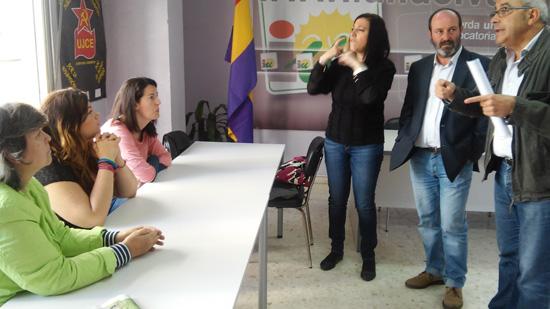 Reunión en la sede de IU con la Asociación Cultural de Sordos de Huelva.