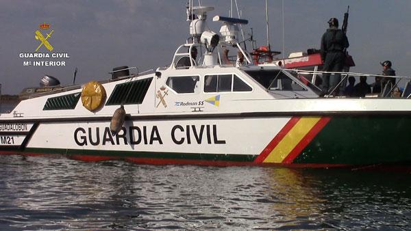 Embarcación de la Guardia Civil actuando en esta operación.
