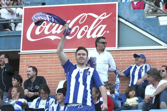 Imagen de un aficionado del Recreativo de Huelva durante un partido.