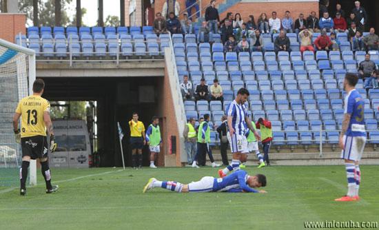 Caye Quintana se lamenta al fallar una oportunidad en la segunda mitad del partido.
