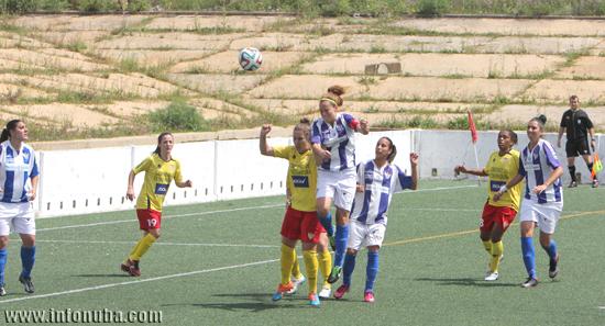 Imagen de un encuentro entre el Sporting de Huelva  y el Santa Teresa de Badajoz.