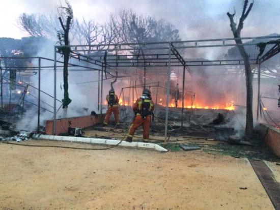 Incendio en el camping La Bota en la mañana de hoy.