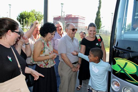 Unos 140 niños y niñas saharauis de entre ocho y doce años ya se encuentran en Huelva para disfrutar junto a sus familias de acogida de unas 'Vacaciones en Paz'.
