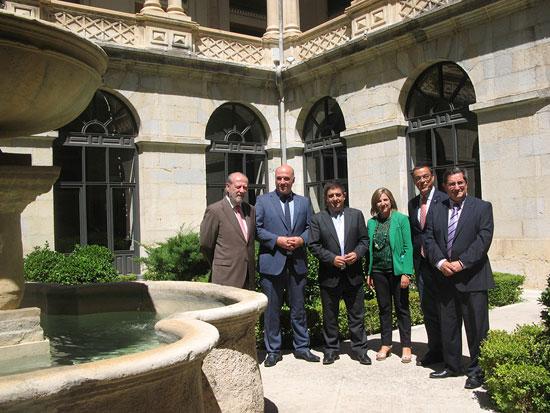 El Palacio Provincial de la Diputación de Jaén ha sido escenario de la primera de las reuniones que los presidentes de seis diputaciones andaluzas .
