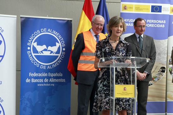 Los ministros de Agricultura, Alimentación y Medio Ambiente, Isabel García Tejerina, y de Sanidad, Seguridad Social e Igualdad, Alfonso Alonso, presentaron en la jornada de ayer, en la sede del Banco de Alimentos, en Alcalá de Henares, el Programa de Ayuda Alimentaria 2015.