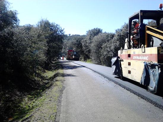 Renovación de una carretera en la provincia de Huelva.