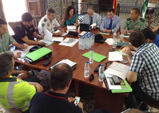 El subdelegado del Gobierno en Huelva, Enrique Pérez Viguera, y el alcalde de Cortegana, José Enrique Borrallo, copresidieron ayer la Junta Local de Seguridad celebrada en el municipio serrano para ultimar el Plan Juglar 2015.