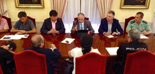 La Subdelegación del Gobierno en Huelva ha acogido esta mañana una segunda reunión al más alto nivel para abordar la seguridad en el dique Juan Carlos I.