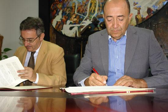 La Universidad de Huelva ha suscrito un convenio específico con la empresa Biotmicrogen S.L. para el uso de las instalaciones del Centro de Investigación y Desarrollo de Recursos y Tecnologías Agroalimentarias