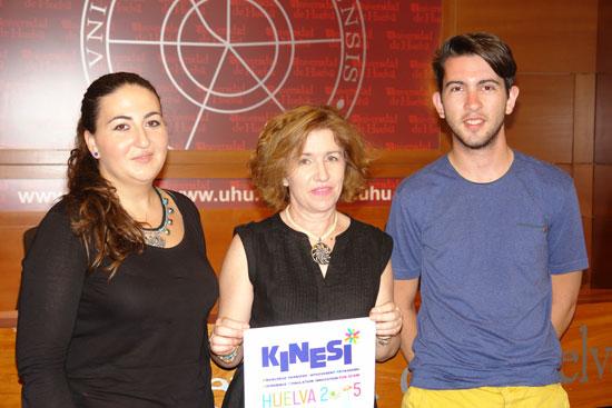 Carmen Jiménez y Daniel Méndez, representante de la ESN y organizador del evento respectivamente, explicaron que KINESI es un encuentro formativo muy práctico con multitud de talleres con los que se pretende dar dinamismo y agilidad a una formación cada vez más completa y transversal.