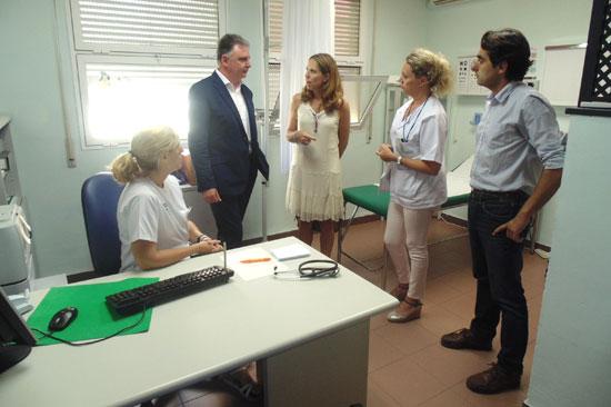 El delegado del Gobierno andaluz en Huelva, Francisco José Romero, ha visitado hoy este dispositivo, que forma parte del tradicional plan de refuerzo que la Junta de Andalucía pone en marcha todos los años en el periodo estival .
