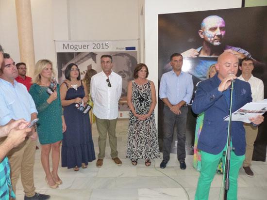 """Ell artista Miguel Rodríguez en la inauguración de la exposición """"Black"""""""